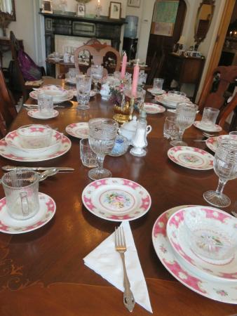 Spruce Hill Manor: elegantly set table