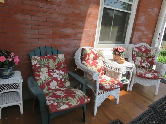 Spruce Hill Manor: patio
