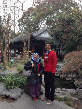 the pond center tea house picture of yu garden yuyuan
