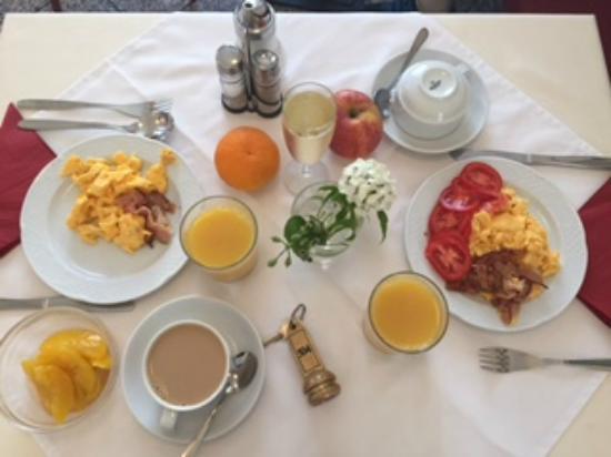 Hotel Drei Kronen: Завтрак