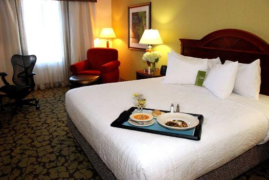 Hilton Garden Inn Temple: King Bedroom
