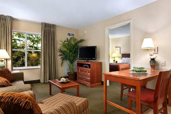 Homewood Suites Tallahassee: Guest Suite