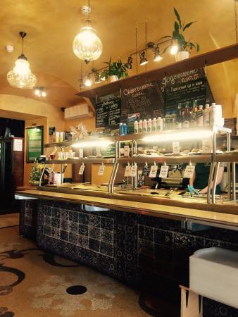 Vegeterian Samadeva Cafe: Берешь поднос и выбираешь еду на витрине