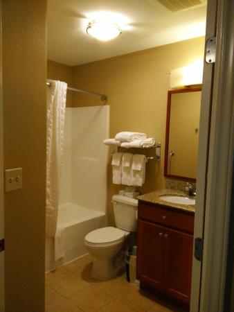 Candlewood Suites Secaucus: Bathroom