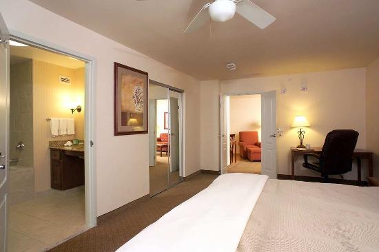 Homewood Suites by Hilton Fargo: Hearing Accessible One-Bedroom King Suite