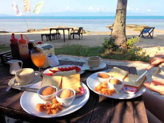 Thaniza Beachfront Resort: Завтрак