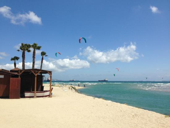 Escuela de kitesurf Gisela Pulido Pro Center: Palmones