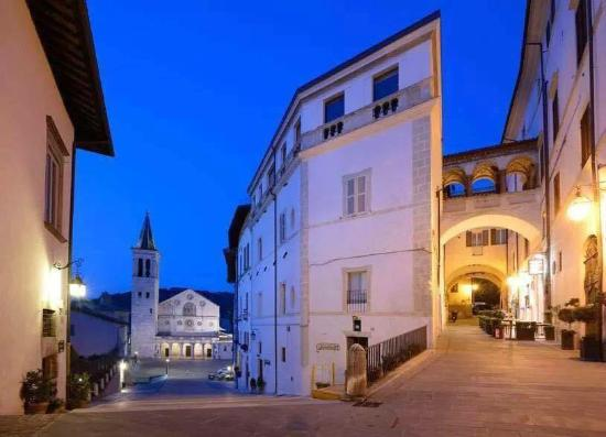 Hotel Clarici: Il duomo by night