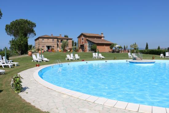 podere vesta - the pool