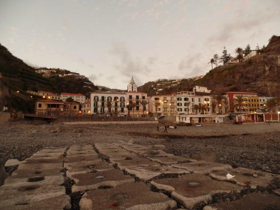 Hotel da Vila: the hotel from the shore