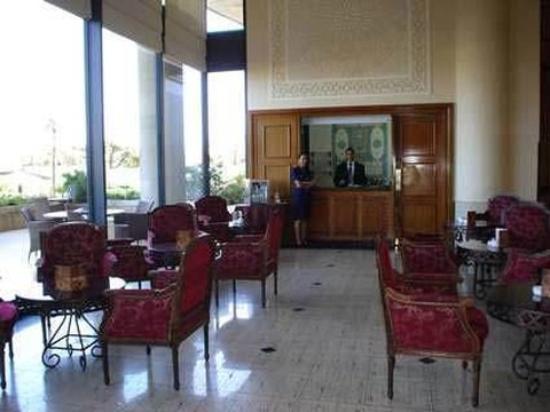 Hilton Alger: Lobby View