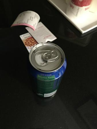 Ramada Rockaway: Soda left on desk in room overnight. So disgusting!