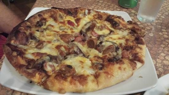 The Queens Steakhouse: Woodfired pizza