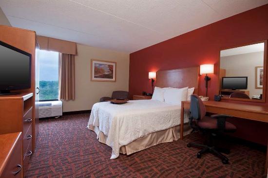 Hampton Inn Philadelphia King of Prussia: Guestroom