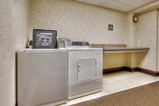 Hampton Inn Marion: Guest Laundry