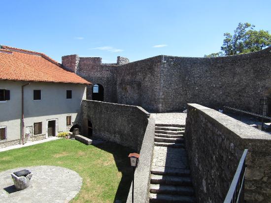 Grobnik, Kroatien: Inner courtyard