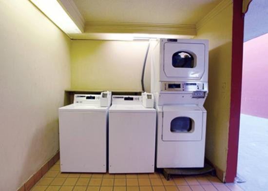 Quality Inn at Arlington Highlands: Guest Laundry