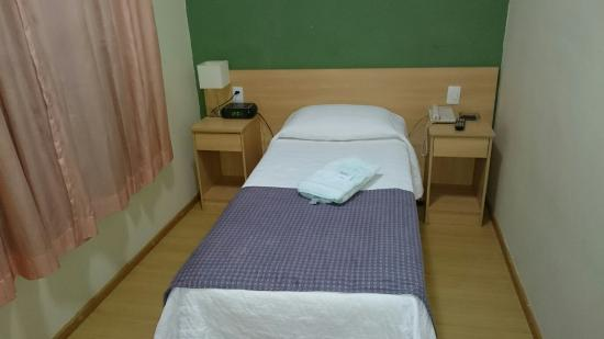Hotel Vina Del Mar: Quarto conjugado com um banheiro.