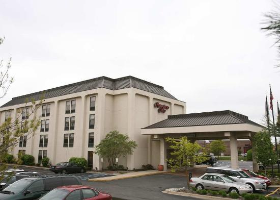 Hampton Inn Detroit Northville: Hotel Exterior