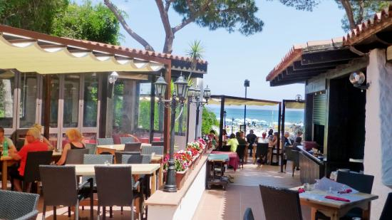 Tirreno Resort: Ristorante Corallo, drekt am Strand