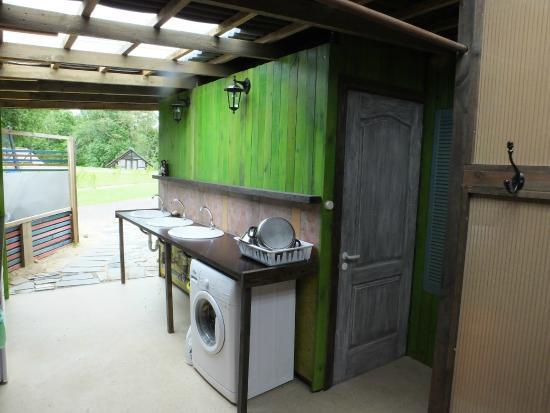 Camping Zanzibara: Kitchen/bathroom area