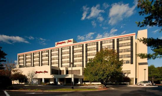 Hampton Inn Boston-Natick: Exterior