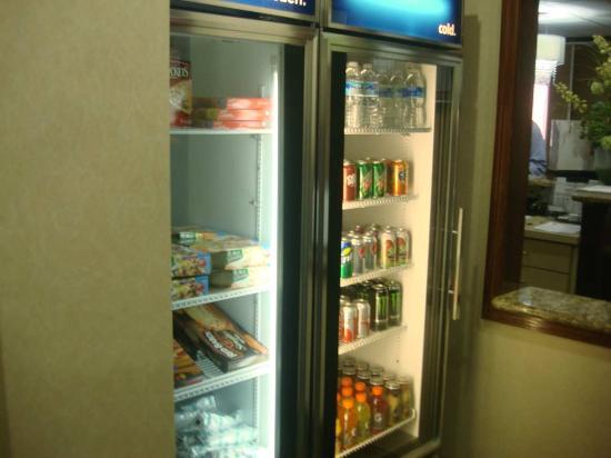 Hampton Inn Atlanta-Fairburn: Suite Shop Snacks