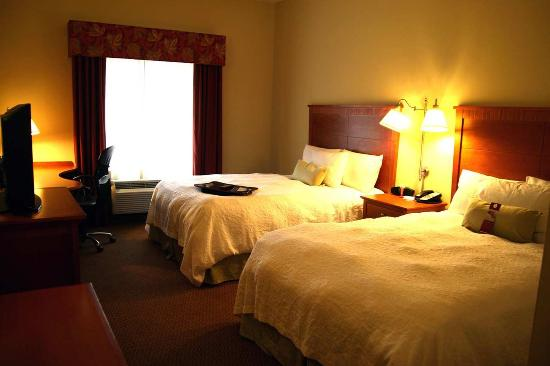 Hampton Inn Clinton: Double Queen Room