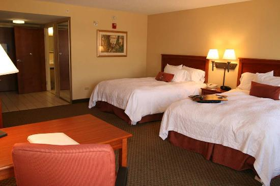 Hampton Inn - McHenry : Two Queens Deluxe Accessible