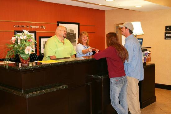 Hampton Inn Lenoir City: Front Desk