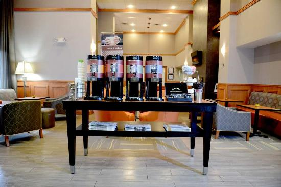 Hampton Inn & Suites by Hilton Windsor: Beverage Center