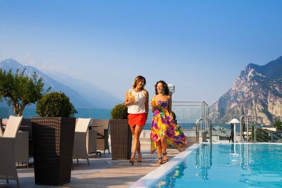Hotel Kristal Palace - Tonelli Hotels: SkyPool Bar & Restaurant