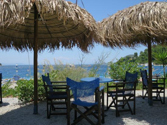 Hotel Panormos Beach Skopelos: Strandbar in der Nähe