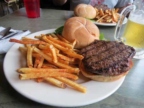 The Pub N Grub : Buffalo Burger and fries