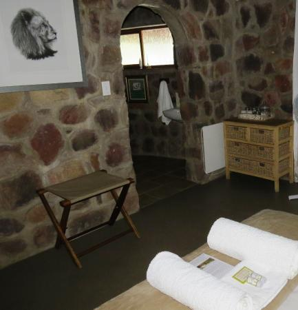 Shondoro Mountain Retreat : Luxury bedding, towels and complementary shower gel