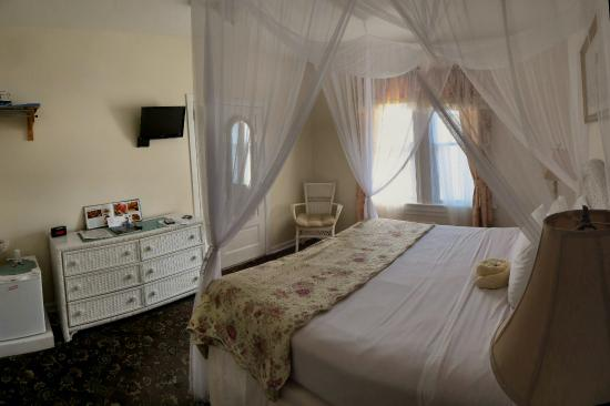 Hotel Macomber: Room #5