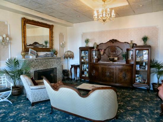 Hotel Macomber: Lobby / Sitting Area