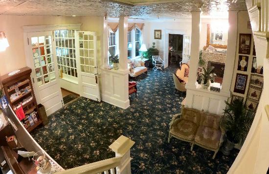 Hotel Macomber: Vestibule and Front Lobby