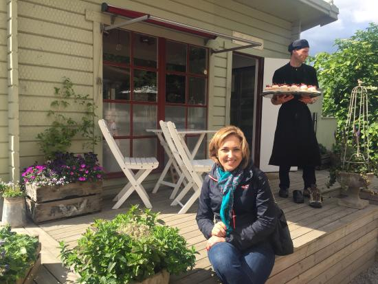 Vaxholms Hembygdsgårds Café: Local extremamente agradavel com otima comida a beira mar.