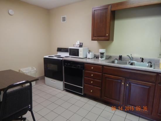 Quality Inn Paris/Ky Lake Area: kitchen