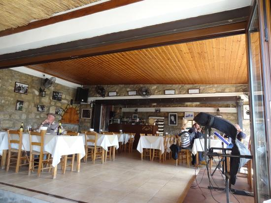"""Das Innere der """"Scorpios Tavern"""" - mit Ecke für die Musiker"""