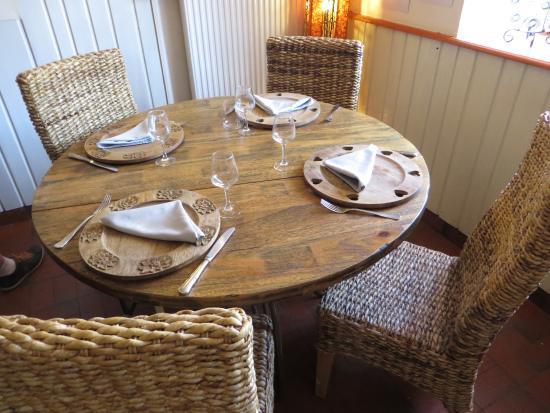 Bonnevaux, Frankrike: Table dans la salle
