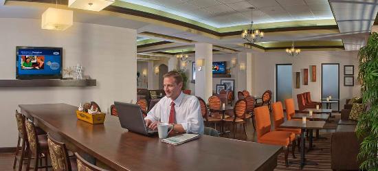 Hampton Inn & Suites Boynton Beach: Breakfast Seating Area