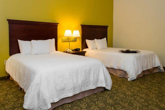 Hampton Inn Frankfort: 2 Double Beds Non-Smoking Room