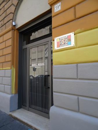 Mosaic Hostel: Entrada