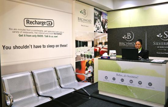 Birchwood Hotel: Airport Kiosk and Waiting Lounge