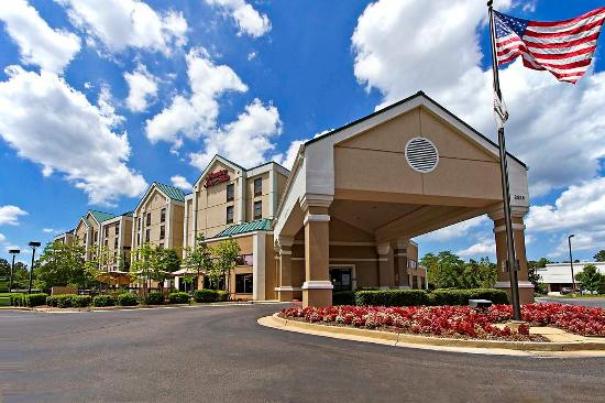 Hampton Inn and Suites Memphis - Wolfchase Galleria: Hotel Exterior