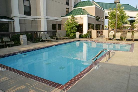 Hampton Inn and Suites Memphis - Wolfchase Galleria: Outdoor Pool