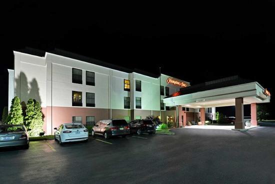 Sturgis, MI: Hotel Exterior Night