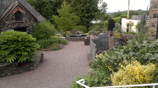 Arundell Arms Hotel Restaurant: To the Rear Gardens